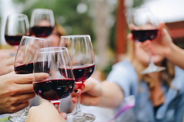 Cata de vinos granadinos para despedidas