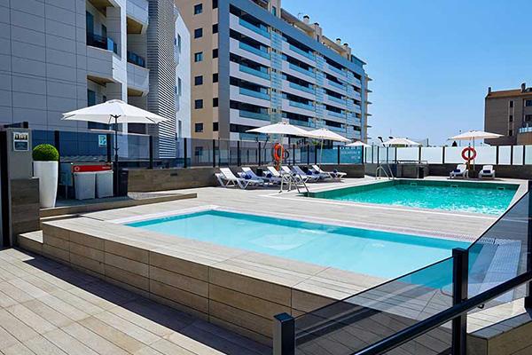 Hotel 4* Granada piscina 1